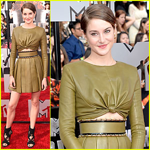 Shailene Woodley Flashes Some Skin at MTV Movie Awards 2014