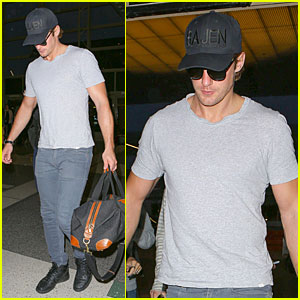 Alexander Skarsgard Packs Really Light For LAX Departure!