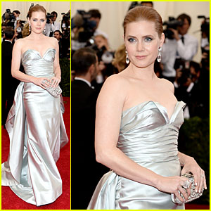 Amy Adams is Eye-Catching in Silver at Met Ball 2014