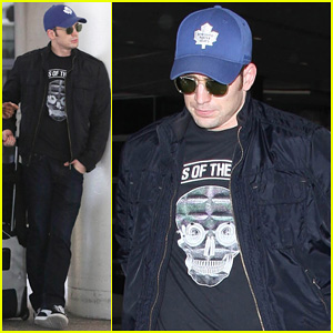 Chris Evans Returns from London Looking Mighty Fine!