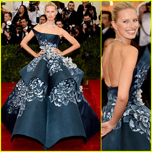 Karolina Kurkova is Unique & Chic on the Met Ball 2014 Red Carpet