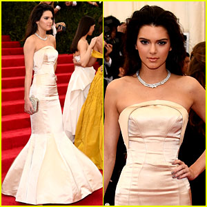 Kendall Jenner Can't Sit in Her Tight Dress at Met Ball 2014