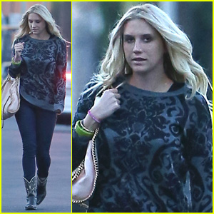 Kesha Steps Out For Girl's Night After Smooching Her Mystery Man!