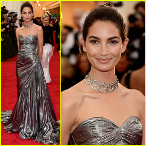 Lily Aldridge is Wrapped in Silver on the Met Ball 2014 Red Carpet