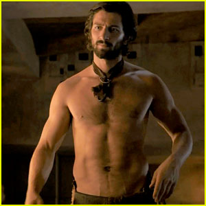 Michiel Huisman Strips Down Butt Naked on 'Game of Thrones'!