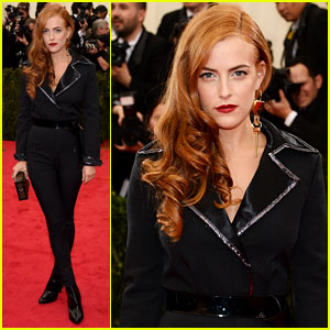 Riley Keough Rocks Louis Vuitton on Met Ball 2014 Red Carpet