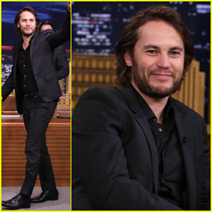 Taylor Kitsch Plays Slapshot with Jimmy Fallon on 'The Tonight Show'!