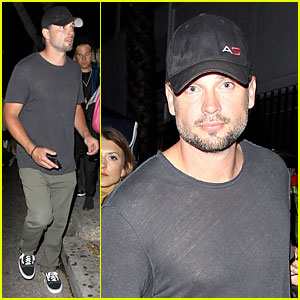 Tom Welling Parties the Night Away at Warwick Nightclub!