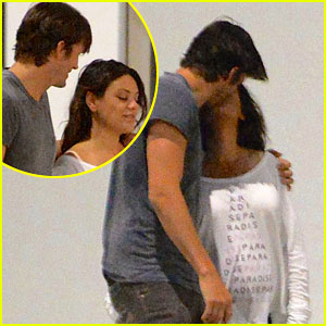 Ashton Kutcher & Pregnant Mila Kunis Share Romantic Kiss After Dinner