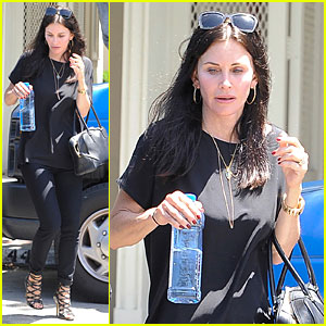 Courteney Cox & Boyfriend Johnny McDaid Talked About Getting Engaged?