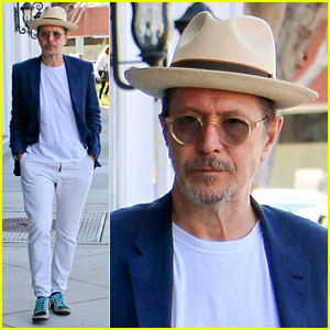Gary Oldman Gives Emotional Apology for His Controversial Remarks: 'I'm an A-Hole'