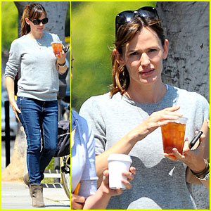 Jennifer Garner Almost Never Wears Makeup Because It 'Feels Fake'!