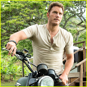 Chris Pratt Is a Bonafide Hollywood Hunk in 'Jurassic World' Stills