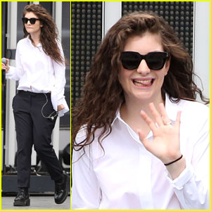 Lorde Sticks Her Tongue Out at Photographers in the Middle of Rehearsal!