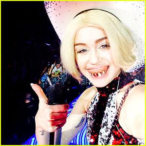 Miley Cyrus Rocks Fake Teeth for Bangerz Concert!