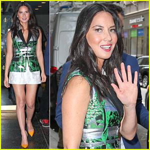 Olivia Munn Plays Rock, Paper, Scissors with Hoda Kotb & Kathie Lee Gifford & Gets 'Trash' As Her Prize!