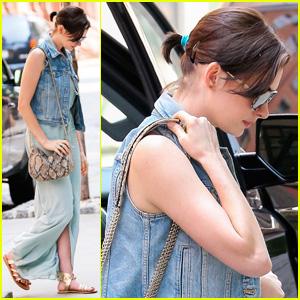 Anne Hathaway Runs Errands in SoHo During 'The Intern' Break!