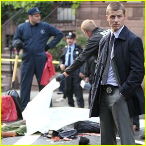 Ben McKenzie Looks Pensive as He Investigates a Murder for 'Gotham'