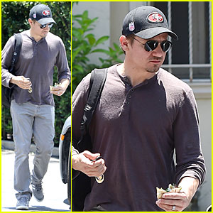 Jeremy Renner Supports San Francisco 49ers During NFL Offseason!