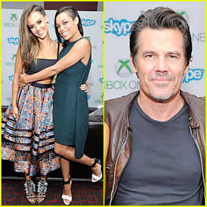 Jessica Alba & Rosario Dawson Heat Up at Comic-Con Autograph Signing