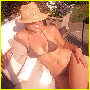 Jennifer Lopez's Amazing Bikini Body Captured By Leah Remini!