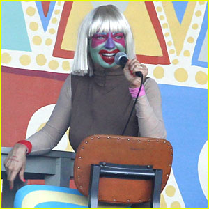 Sia Performs \'Chandelier\' in Full Clown Makeup – Watch Now! | Sia ...