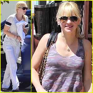 Anna Faris Runs Errands with Her Super Cute Pug!