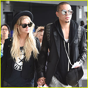 Ashlee Simpson & Evan Ross Hold Hands After Her Bachelorette Party