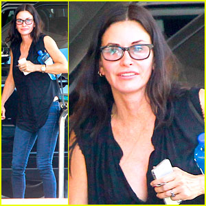 Courteney Cox Plugs Her Interior Decorator on Twitter
