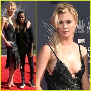 Ireland Baldwin & Girlfriend Angel Haze Hold Hands, Keep Close at MTV VMAs 2014!