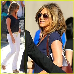 Jennifer Aniston Doesn't Discuss Engagement with Courteney Cox