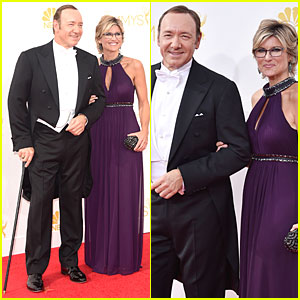 Kevin Spacey Uses Cane to Walk at Emmys 2014
