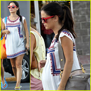 Pregnant Rachel Bilson's Baby Bump is Getting Bigger & Bigger!