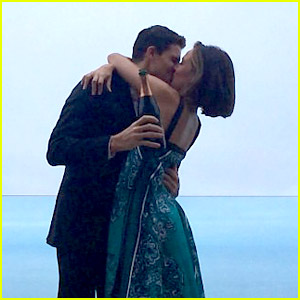 Robbie Amell Engaged To 'Chasing Life' Star Italia Ricci!