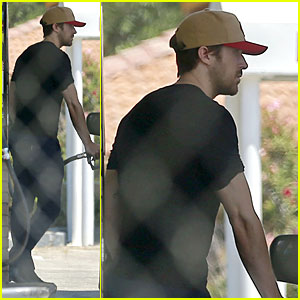 Ryan Gosling Steps Out After Eva Mendes Pregnancy News