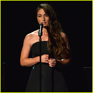 Sara Bareilles Sings 'Smile' During In Memoriam Emmys 2014 Tribute (Video)