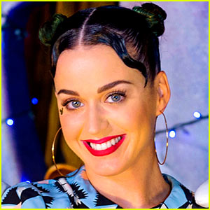 Watch Katy Perry Get Her Nose Re-pierce