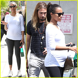 Pregnant Zoe Saldana Preps For Baby at Mom's the Word