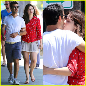 Zooey Deschanel Kisses New Boyfriend Jacob Pechenik - Pics!