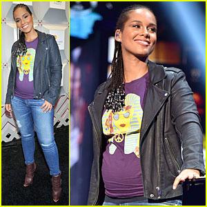Alicia Keys Has Pregnancy Glow at iHeartRadio Music Festival 2014