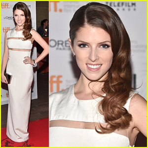 Anna Kendrick Goes Backless For 'Last Five Years' Premiere at TIFF 2014