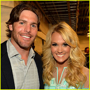 Carrie Underwood is Pregnant - See H