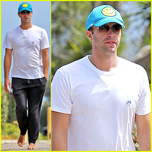 Chris Martin Is Happy & Barefoot After Jetting Home with Jennifer Lawrence