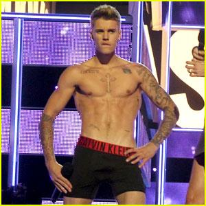 Justin Bieber Strips to His Underwear on Fashion Rocks Stage!