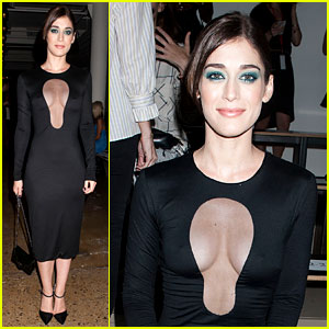 Lizzy Caplan Is the Master of Sex Appeal for Cushnie et Ochs