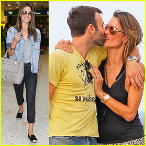 Alessandra Ambrosio & Jamie Mazur Share a Kiss During Romantic Bondi Beach Date