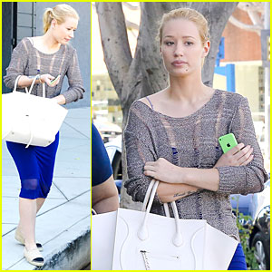 Iggy Azalea Wakes Up To 'Black Widow' Reaching Number 4!