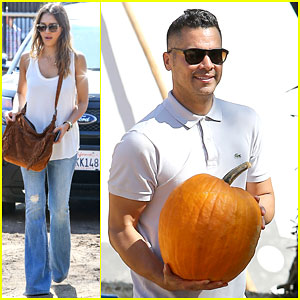 Jessica Alba & Cash Warren Go Pumpkin Picking
