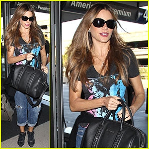 Sofia Vergara Reads Reese Witherspoon's 'Vogue' Issue on the Plane