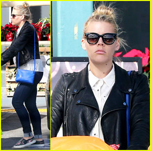Busy Philipps Got Stuck in Her Dress & What Happened Next Humiliated Herself